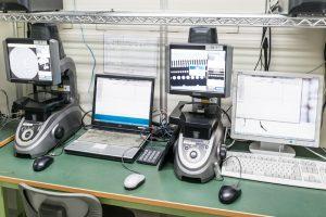市村製作所の高い品質を支えるコンピュータ制御による自動測定器