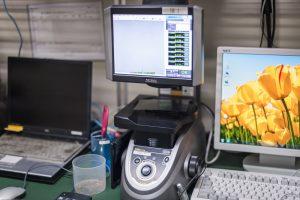 ハイレベルな品質を支えるコンピュータ制御による自動測定器